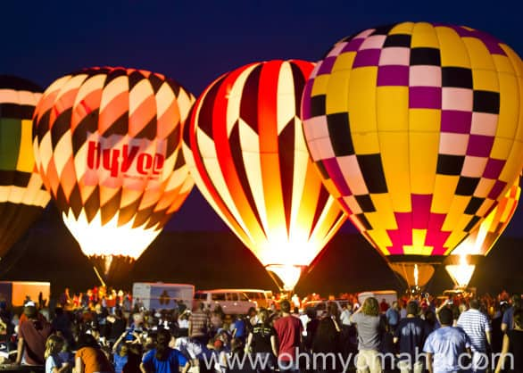 I don't care how hip you are, when you see hot air balloons, you become as giddy as a school girl. Or a pyro.