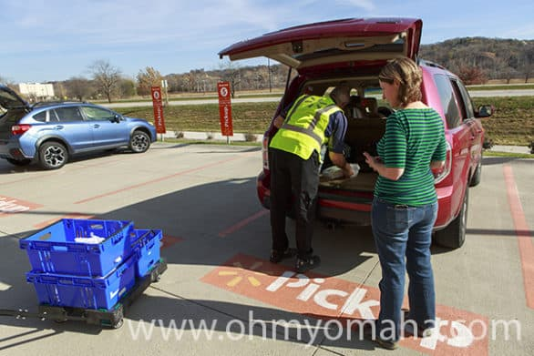 Walmart free grocery pickup service in the Omaha metro area