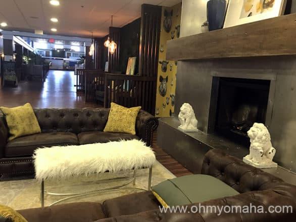 Hotel RL Omaha lobby